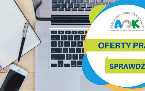 Logo Akademickiego Ośrodka Kariery UWM, treść oferty pracy, sprawdź, a w tle laptop, otwarty notatnik, długopis i smartfon.